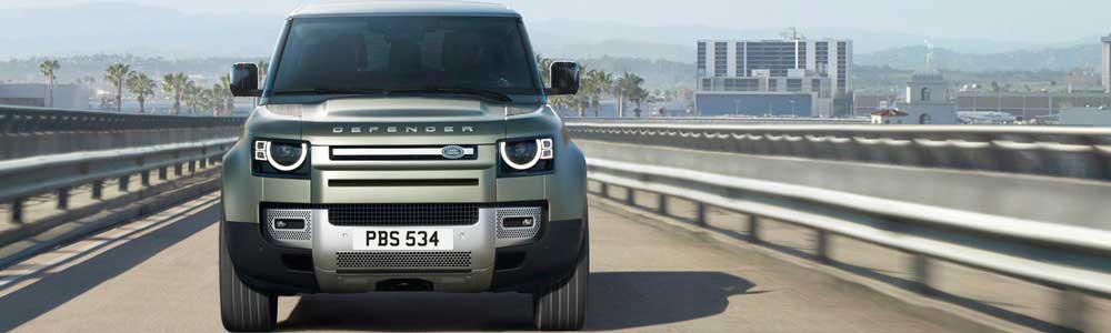 Land Rover Defender fahrend