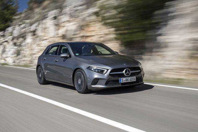 Foto Mercedes-Benz A 180 d, Progressive, mountaingrau, Leder macchiatobeige/schwarz.
