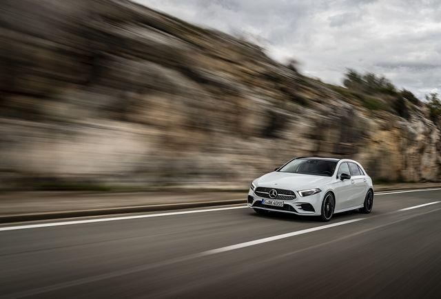 Foto Mercedes-Benz A180 d AMG Line, digitalweiß / Leder zweifarbig classicrot/schwarz
