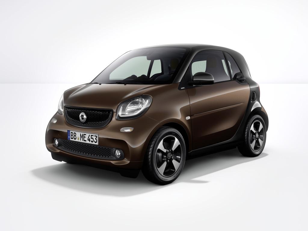 Foto smart fortwo: Mit zahlreichen Aufwertungen startet smart im Herbst in das neue Modelljahr. Die Messefahrzeuge auf der IAA zeigen dieses umfangreiche Update.