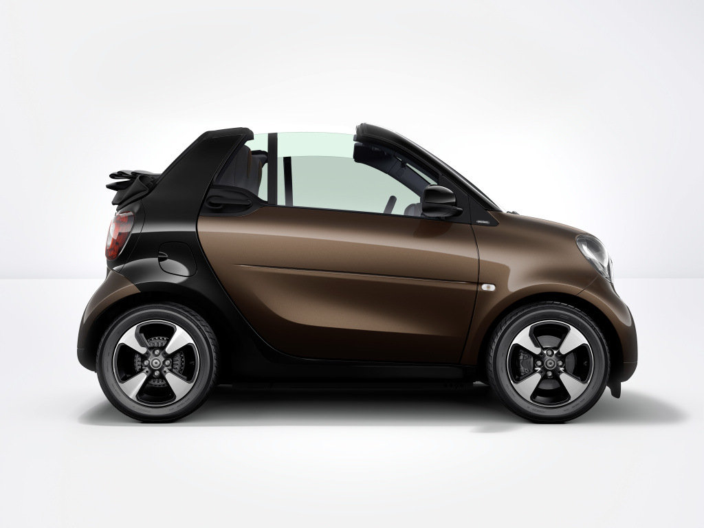 Foto smart fortwo cabrio: Die neuen 15-Zoll-Leichtmetallräder im 4-Speichen-Design in schwarz lackiert und glanzgedreht setzen ein dynamisches Statement.