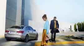 Die Mercedes-Benz A-Klasse Limousine unterwegs