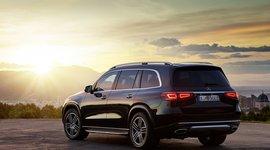 Mercedes-Benz GLS - stehend mit Sonnenuntergang