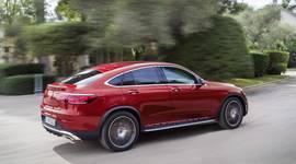 Mercedes-Benz GLC Coupe auf der Straße unterwegs