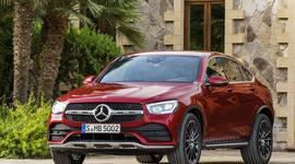 Mercedes-Benz GLC Coupe vor Gebäude