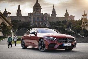 Foto Mercedes-Benz CLS 450 4MATIC, designo hyazinthrot metallic; designo Leder Nappa schwarz/titangrau pearl
