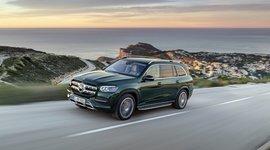 Mercedes-Benz GLS - Fahrend am Meer mit Sonnenuntergang