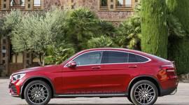 Mercedes-Benz GLC Coupe Seitenansicht vor Gebäude